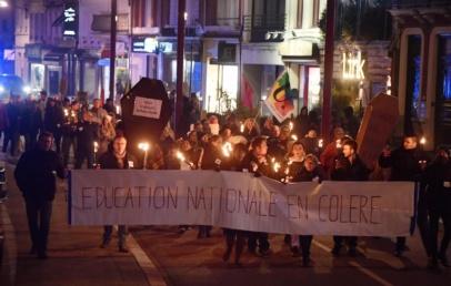 une-soixantaine-d'enseignants-de-la-cite-des-flandres-defilent-dans-le-centre-ville-d'hazebrouck