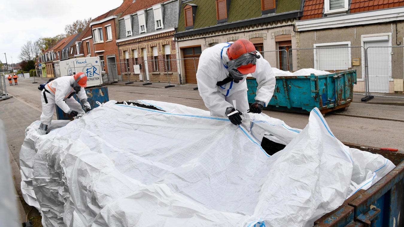 cette-semaine,-le-faubourg-de-cassel-dit-«adieu»-a-700-tonnes-d'enrobes-amiantes
