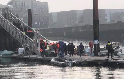 malo-:-une-embarcation-de-migrants-s'echoue-sur-le-brise-lames