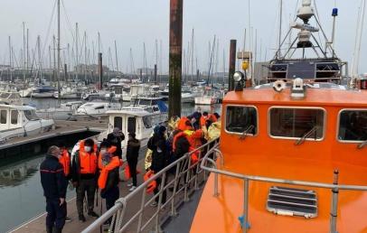 une-embarcation-de-huit-migrants-a-la-derive-secourue-au-large-de-dunkerque
