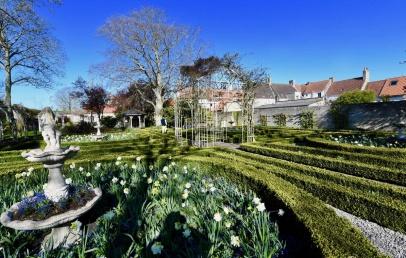 gravelines-:-dans-l'ambiance-calme-et-sereine-des-jardins-de-la-fin-du-xixe-siecle