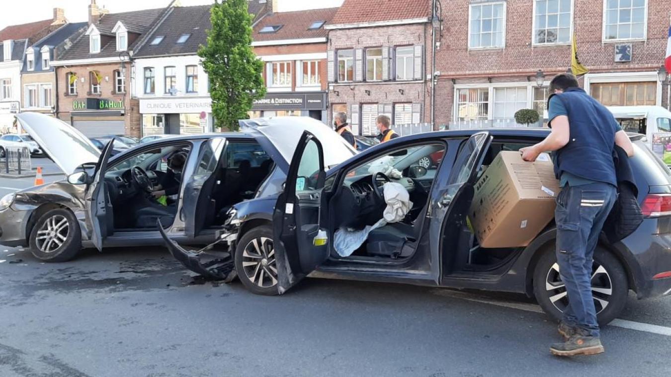 wormhout-:-collision-entre-deux-voitures-place-de-gaulle